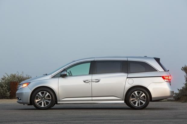 2015 Honda Odyssey vs. 2015 Chrysler Town & Country: Which Is Better? featured image large thumb5