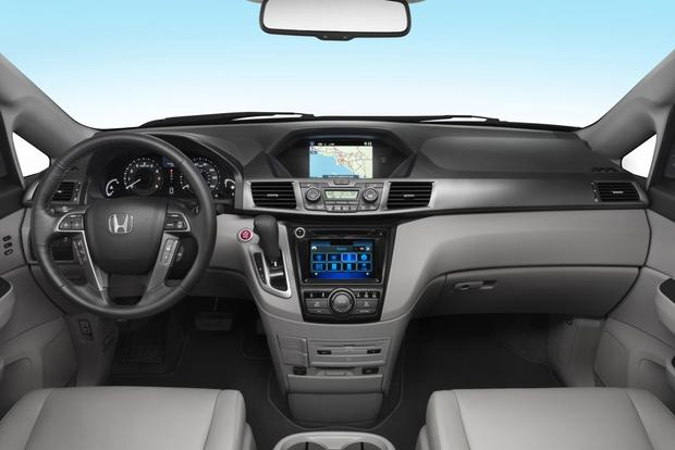 2015 Honda Odyssey vs. 2015 Chrysler Town & Country: Which Is Better? featured image large thumb7