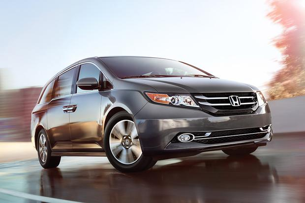 2015 Honda Odyssey vs. 2015 Chrysler Town & Country: Which Is Better? featured image large thumb9