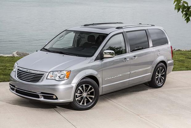 2016 chrysler town country new car review autotrader. Black Bedroom Furniture Sets. Home Design Ideas