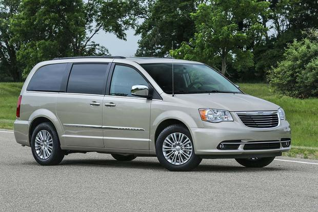 2016 Chrysler Town & Country: New Car Review featured image large thumb5