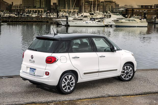 2014 FIAT 500L vs. 2016 FIAT 500X: What's the Difference? featured image large thumb5