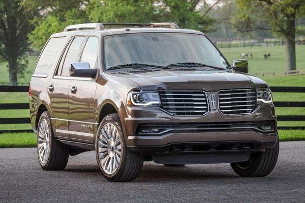 2015 Ford Expedition vs. 2015 Lincoln Navigator: What's the Difference? featured image large thumb0
