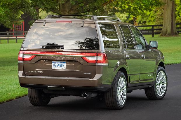 2015 Ford Expedition vs. 2015 Lincoln Navigator: What's the Difference? featured image large thumb4