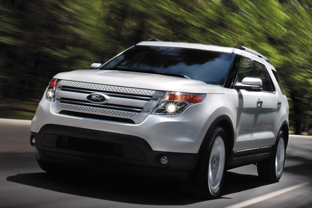 2014 Ford Explorer vs. 2014 Chevrolet Traverse: Which Is Better? featured image large thumb0