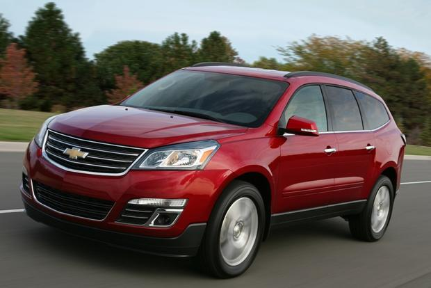 2014 Ford Explorer vs. 2014 Chevrolet Traverse: Which Is Better? featured image large thumb1