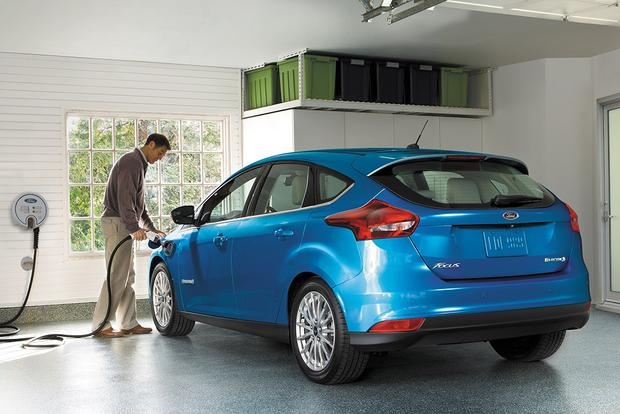 2017 ford focus electric new car review autotrader. Black Bedroom Furniture Sets. Home Design Ideas