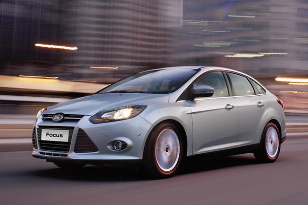 2014 Ford Focus vs. 2014 Chevrolet Cruze: Which Is Better? featured image large thumb0
