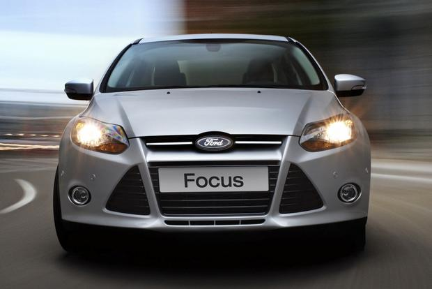 2014 Ford Focus vs. 2014 Chevrolet Cruze: Which Is Better? featured image large thumb2