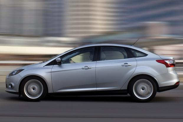 2014 Ford Focus vs. 2014 Chevrolet Cruze: Which Is Better? featured image large thumb6