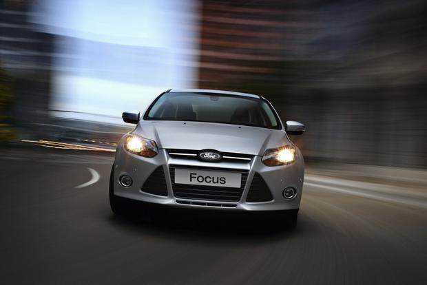2013 Ford Focus Sedan: OEM Image Gallery featured image large thumb1
