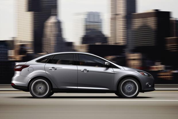 2013 Ford Focus Sedan: OEM Image Gallery featured image large thumb2