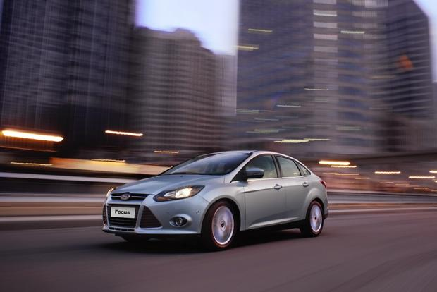 2013 Ford Focus Sedan: OEM Image Gallery featured image large thumb3