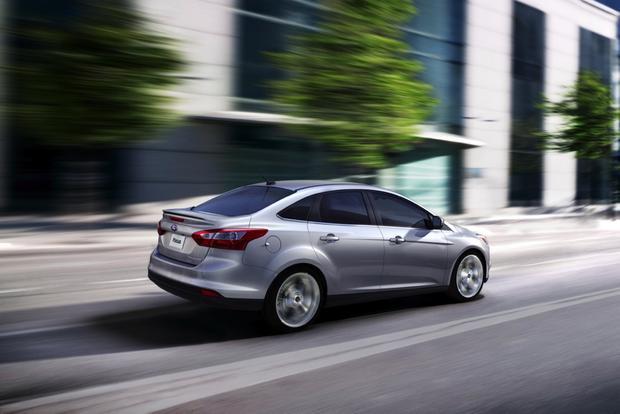 2013 Ford Focus Sedan: OEM Image Gallery featured image large thumb5