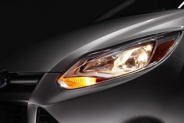 2013 Ford Focus Sedan: OEM Image Gallery featured image large thumb6