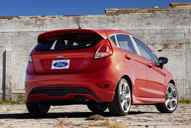 2014 Ford Focus vs. 2014 Ford Fiesta: What's the Difference? featured image large thumb2