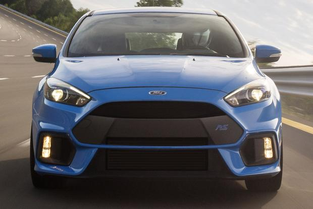 2016 Ford Focus RS vs. 2016 Ford Focus ST: What's the Difference? featured image large thumb3