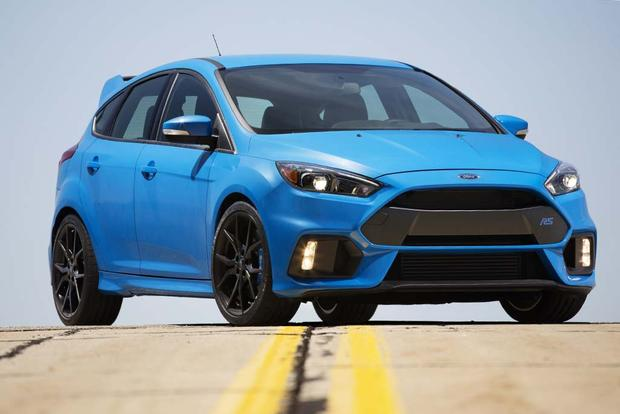 2016 Ford Focus RS vs. 2016 Ford Focus ST: What's the Difference ...