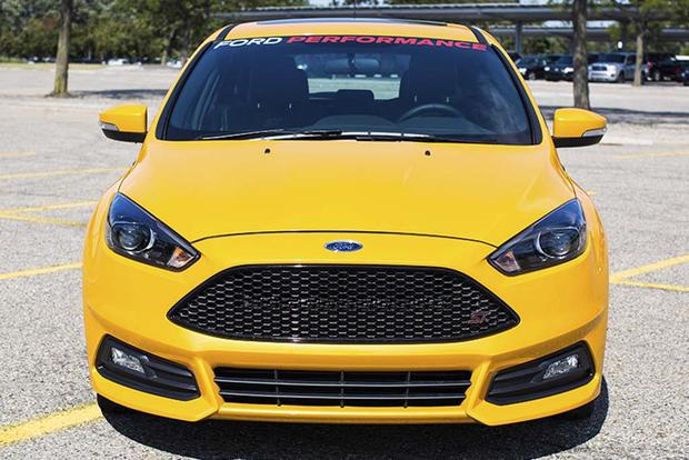 2016 Ford Focus RS vs. 2016 Ford Focus ST: What's the Difference? featured image large thumb4