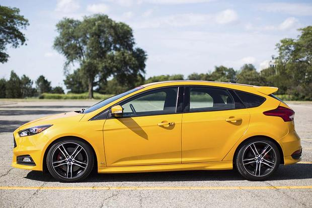 2017 Ford Focus ST vs  Focus RS: What's the Difference? - Autotrader
