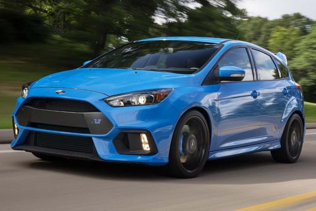2017 Ford Focus St Vs Focus Rs What S The Difference Autotrader