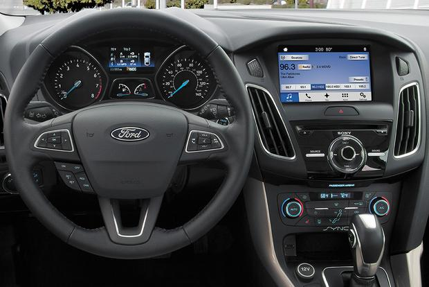 2017 Ford Focus New Car Review Featured Image Large Thumb2