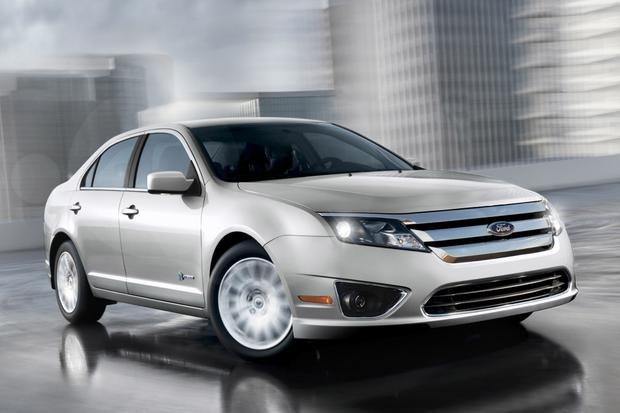 Used Ford Fusion Hybrid >> 2011 Ford Fusion Hybrid Used Car Review Autotrader