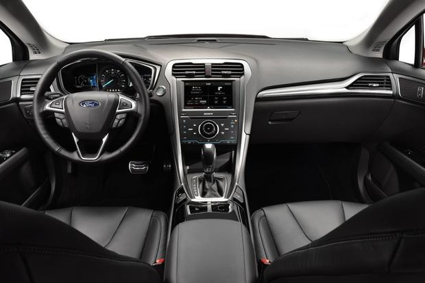 2013 Ford Fusion: New vs. Old featured image large thumb10