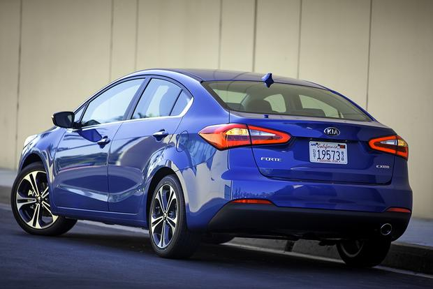 2016 Ford Focus vs. 2016 Kia Forte: Which Is Better? featured image large thumb10