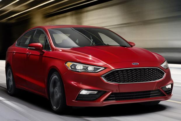 2016 vs. 2017 Ford Fusion Energi: What's the Difference? featured image large thumb4