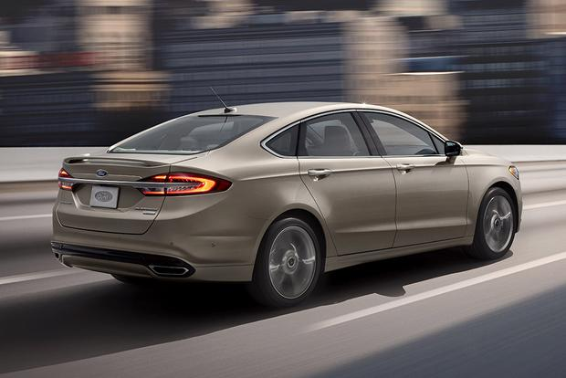 2016 vs. 2017 Ford Fusion Energi: What's the Difference? featured image large thumb6
