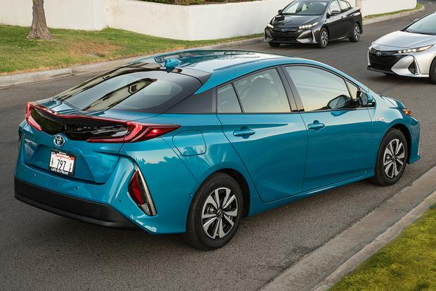 2017 Toyota Prius Prime vs. 2017 Ford Fusion Energi: Which Is Better? featured image large thumb5