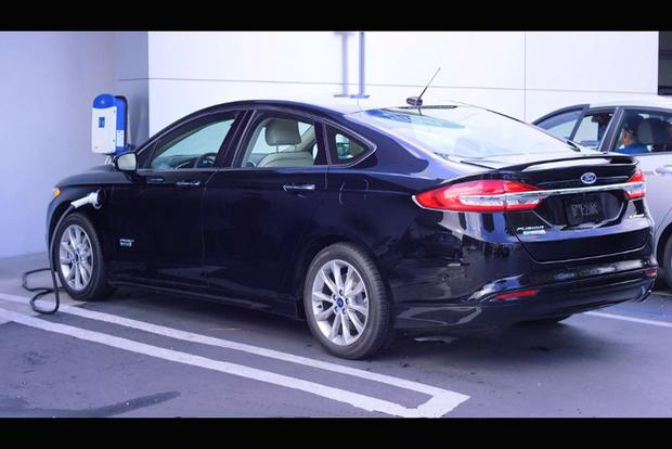 2018 Ford Fusion Energi: New Car Review featured image large thumb2