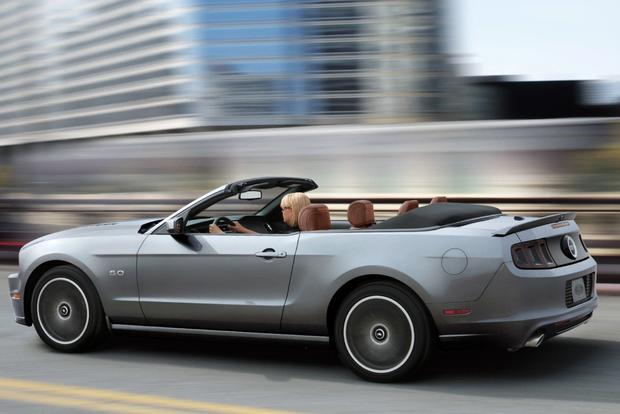 2014 vs. 2015 Ford Mustang: What's the Difference? featured image large thumb7