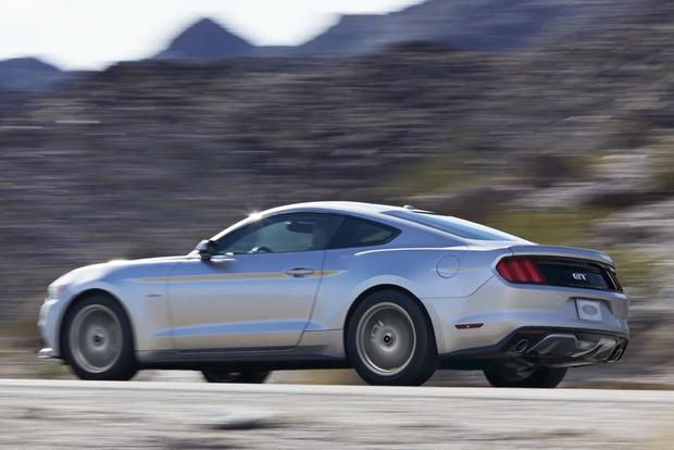 2014 vs. 2015 Ford Mustang: What's the Difference? featured image large thumb1