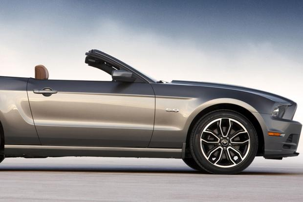 2014 vs. 2015 Ford Mustang: What's the Difference? featured image large thumb8