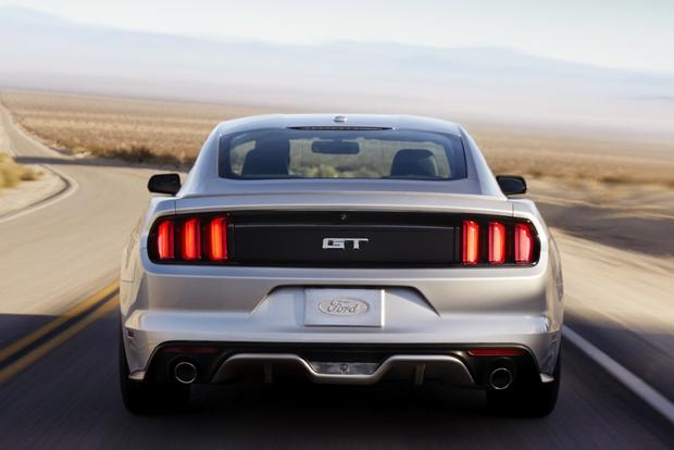 2014 vs. 2015 Ford Mustang: What's the Difference? featured image large thumb3