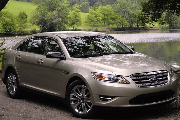 2010 ford taurus used car review autotrader. Black Bedroom Furniture Sets. Home Design Ideas