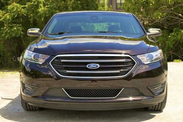 2013 Ford Taurus: OEM Image Gallery featured image large thumb2