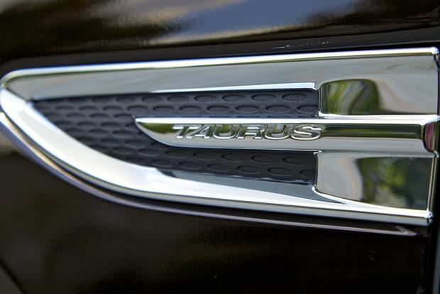 2013 Ford Taurus: OEM Image Gallery featured image large thumb9