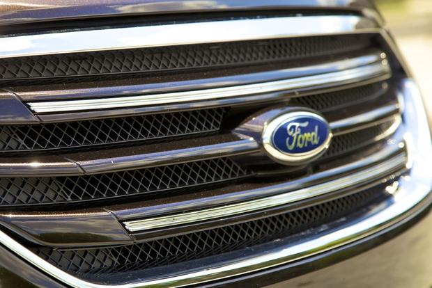 2013 Ford Taurus: OEM Image Gallery featured image large thumb17