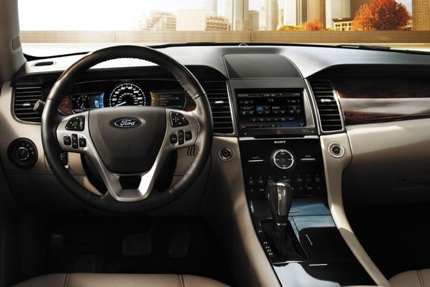 2015 Ford Taurus vs. 2015 Ford Fusion: What's the Difference? featured image large thumb1