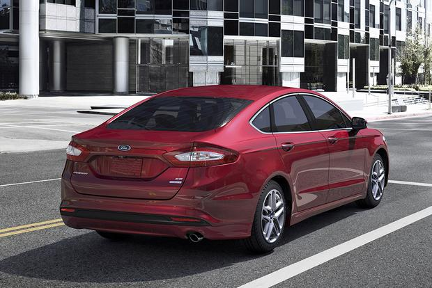 2015 Ford Taurus vs. 2015 Ford Fusion: What's the Difference? featured image large thumb6