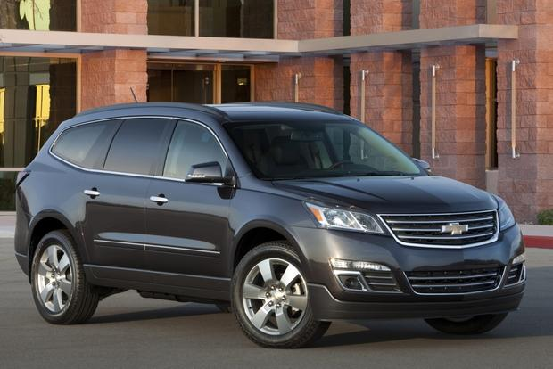 2015 GMC Acadia vs. 2015 Chevrolet Traverse: What's The Difference? featured image large thumb2