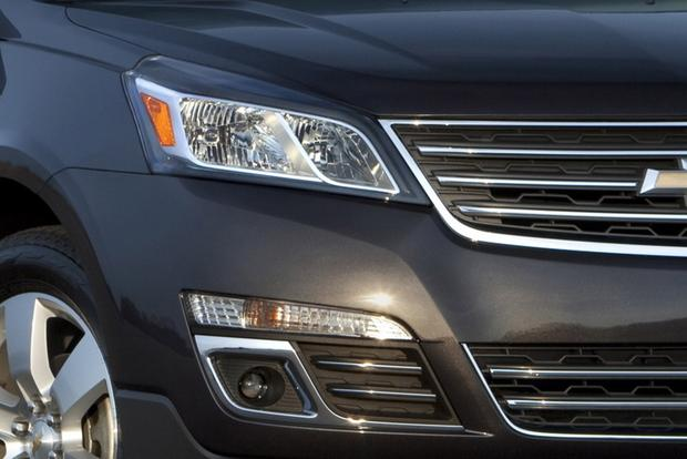 2015 GMC Acadia vs. 2015 Chevrolet Traverse: What's The Difference? featured image large thumb6