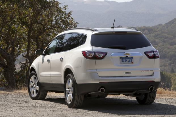2015 GMC Acadia vs. 2015 Chevrolet Traverse: What's The Difference? featured image large thumb7