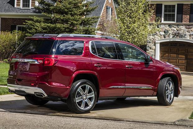 2016 vs. 2017 GMC Acadia: What's the Difference? featured image large thumb4