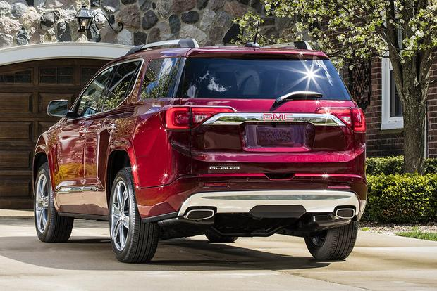 2016 vs. 2017 GMC Acadia: What's the Difference? featured image large thumb8