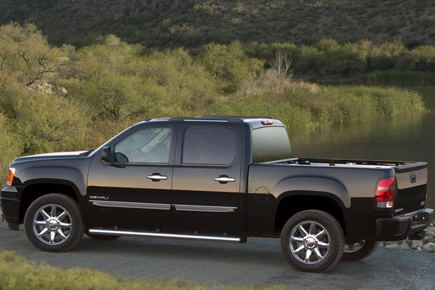 2013 vs. 2014 GMC Sierra 1500 featured image large thumb5