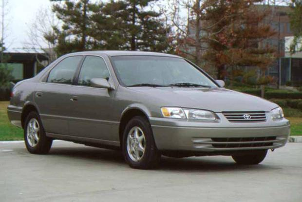 1997-2001 Toyota Camry vs. 1998-2002 Honda Accord: Which Is Better? featured image large thumb11